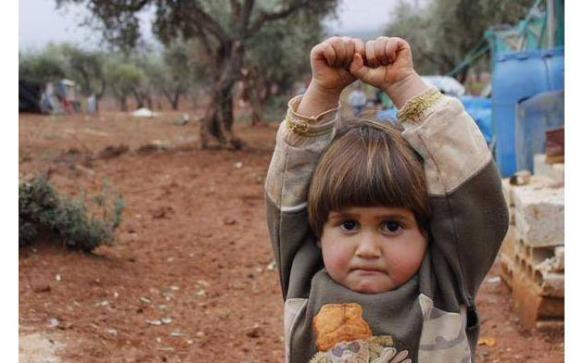 191015 girl_syria_camera_surrender